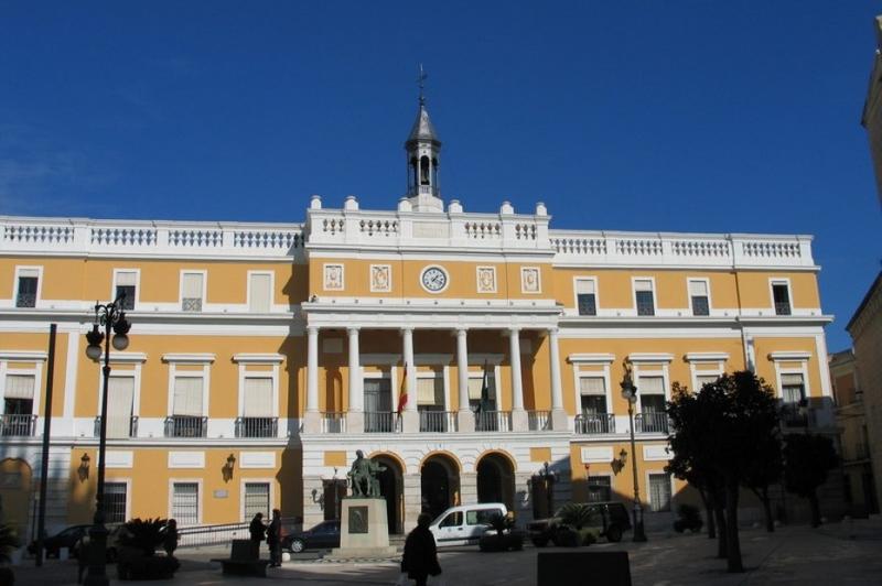Los compa eros del funcionario del ayuntamiento agredido for Oficina turismo badajoz